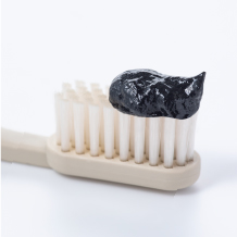 01.炭が口臭や虫歯の原因となる歯の汚れをからめ取る